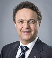 BM Hans-Peter Friedrich / Offizielles Porträt 2011